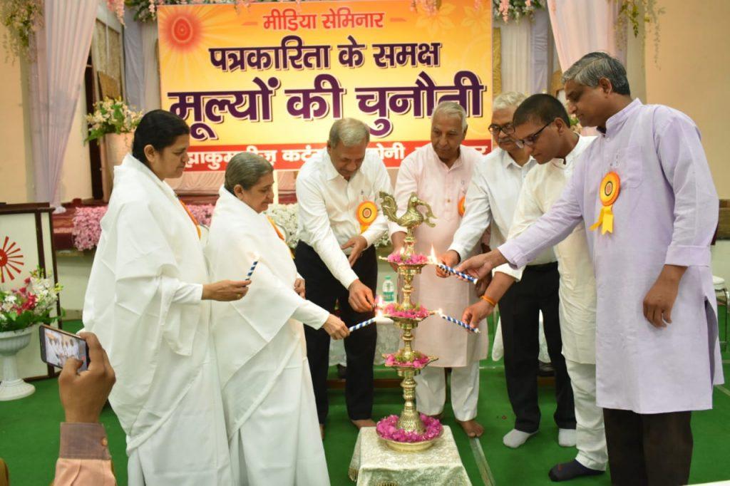 जबलपुर  कटंगा : मीडिया के समक्ष मूल्यों की चुनौती विषय पर मीडिया सेमिनार आयोजित